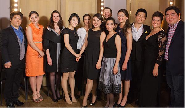 De gauche à droite : Yoo Hansung, Corée, 29 ans), Chiara Skerath (Suisse, 26 ans, 2e Prix), Daniela Gerstenmeyer (Allemagne, 29 ans), Park Hyesang (Corée, 5e Prix), Emoke Barath (Hongrie, 28 ans), Levente Pall (Hongrie, 29 ans), Jodie Devos (Belgique, 25 ans, 2e Prix et Prix du public), Sheva Tehoval (Belgique, 23 ans), Shao Yu (Chine, 28 ans, 4e Prix), Sarah Laulan (France, 29 ans, 3e Prix), Seung Jick Kim (Corée, 23 ans)